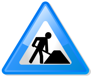 Travaux (source: Wikimedia Commons - Under_construction_icon-blue.svg)